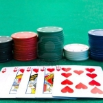 Free play poker vs. real money games